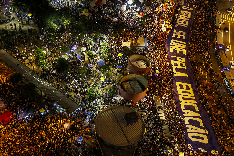 """Enfrentar """"dois patos com uma cajadada só"""": A crise das frações da direita radical e a saída proletária-popular"""