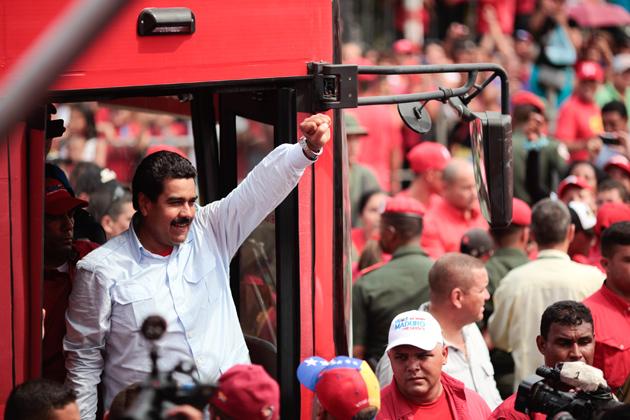 Nem um dedo ianque tocará a Venezuela! Ombro a ombro em solidariedade com a Revolução Bolivariana!
