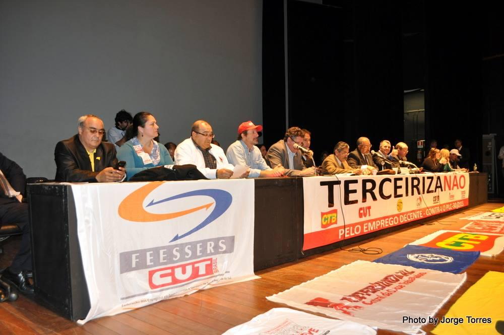Luta contra a terceirização une centrais e organizações em Porto Alegre