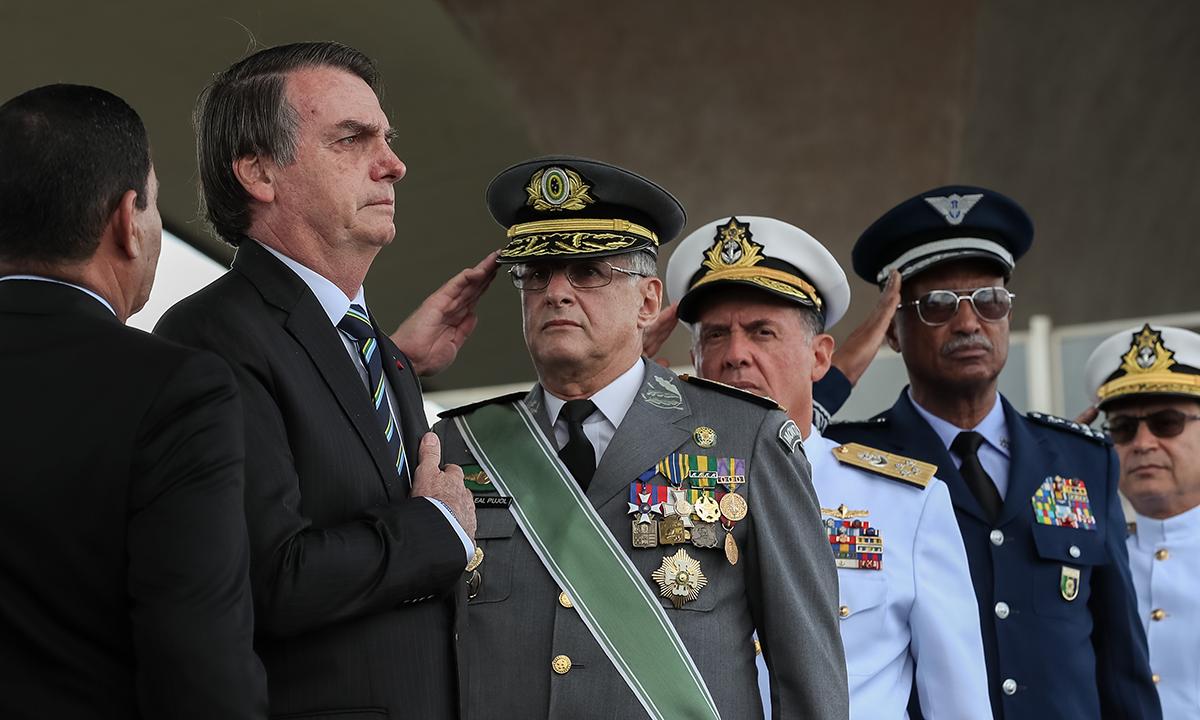"""A Coluna nº 08 – Edição Voz Operária – Barrar o fascismo no Brasil: o risco de um """"golpe dentro do golpe"""""""