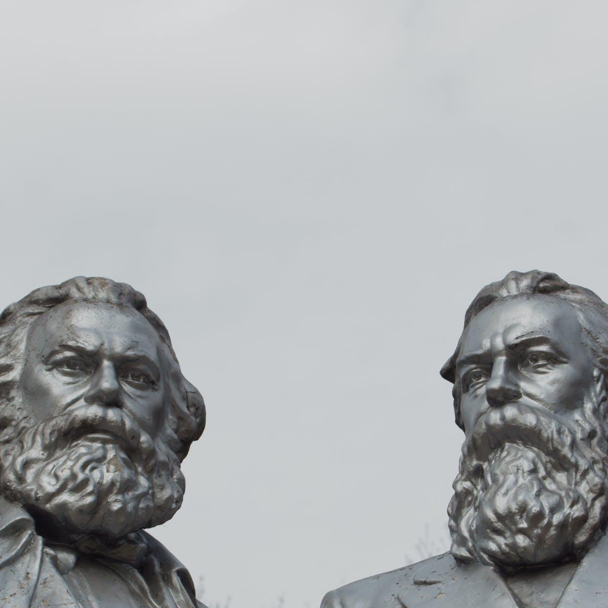 Guia de Leitura – o novo quadro do podcast A Coluna que discute um texto marxista por episódio
